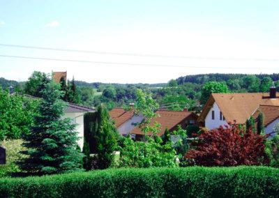 Blick-vom-Balkon-ueber-den-Ort